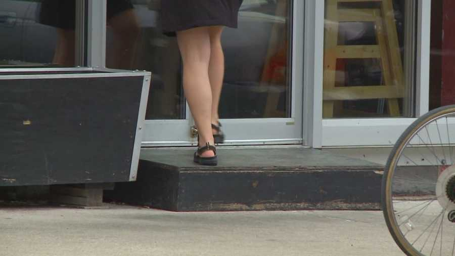 A popular Des Moines restaurant is facing a lawsuit for not being handicap accessible.
