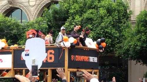 Fans went crazy and Buster Posey came through on a double-decker bus. (Oct. 31, 2014)