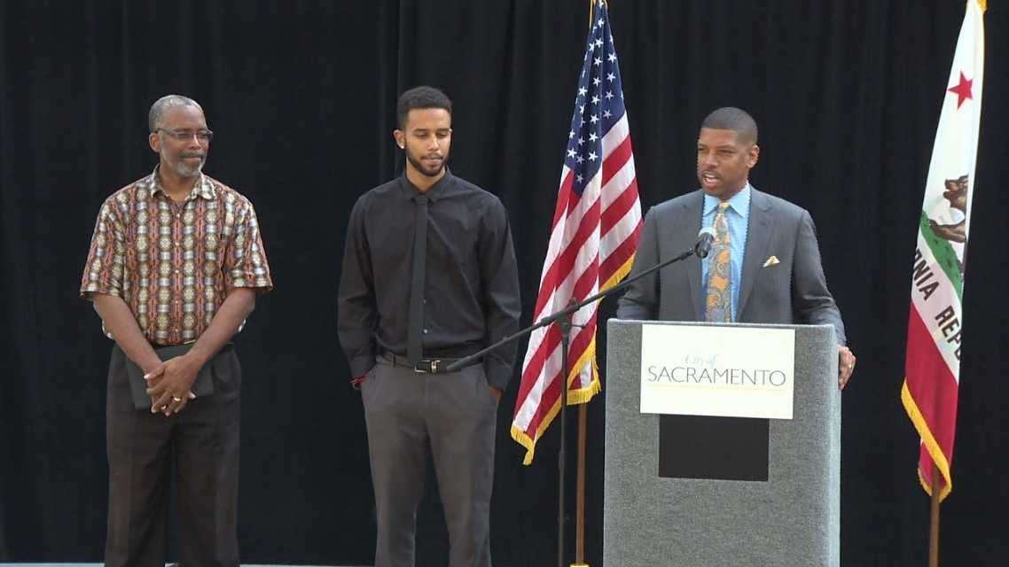 Tony Sadler, Anthony Sadler and Mayor Kevin Johnson (Aug. 26, 2015)