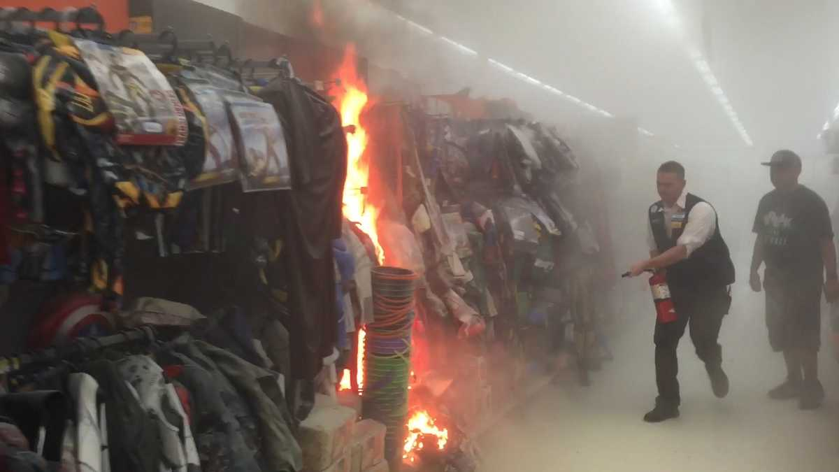 Walmart Employee Halloween Costume.Man Sets Halloween Costumes On Fire Inside Walmart