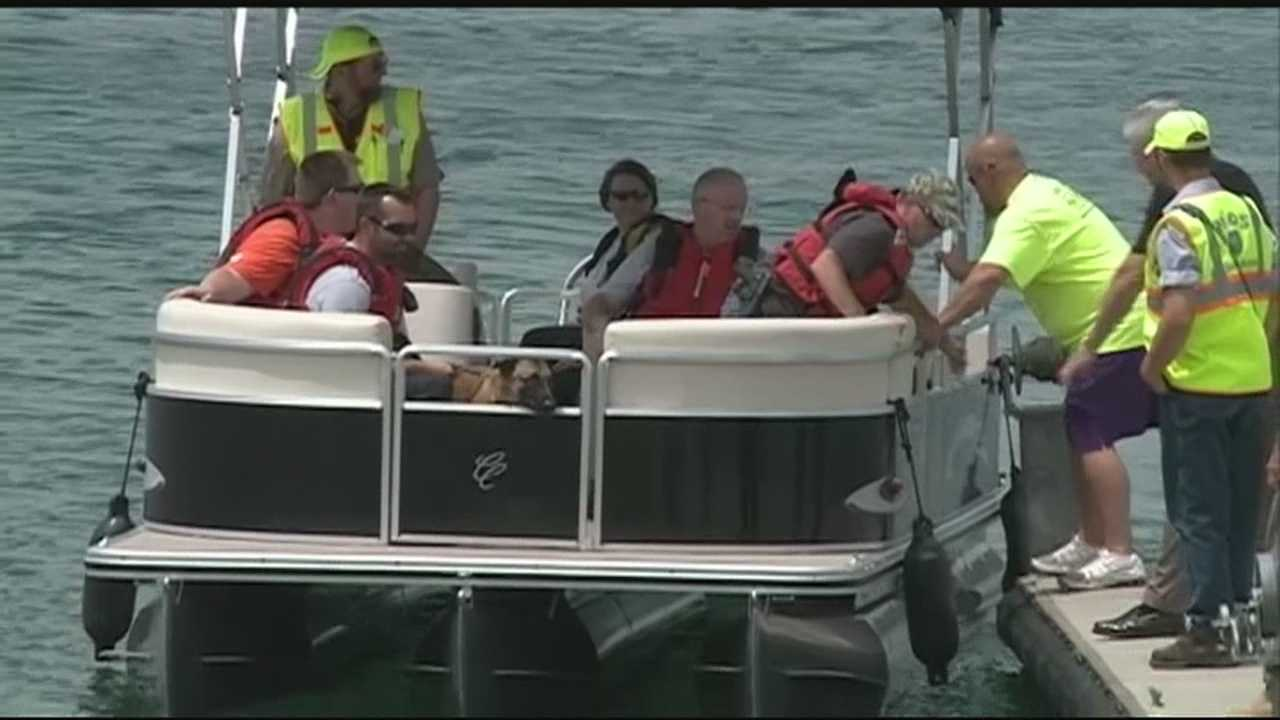 As crews search for missing free diver, the Carroll County sheriff says there are difficulties with searching Beaver Lake.