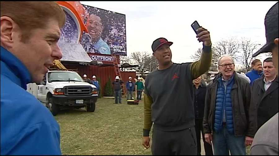 The Royals unveiled a billboard featuring Salvador Perez dumping Gatorade on Kansas City -- and the Royals All-Star catcher loves it.
