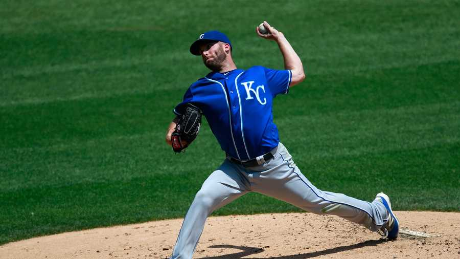 Kansas City Royals starting pitcher Danny Duffy (41) delivers during the second inning of a baseball game against the Chicago White Sox in Chicago, Saturday, June 11, 2016. (AP Photo/Jeff Haynes)