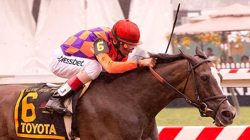 Summer Applause wins Allaire DuPont Distaff Stakes