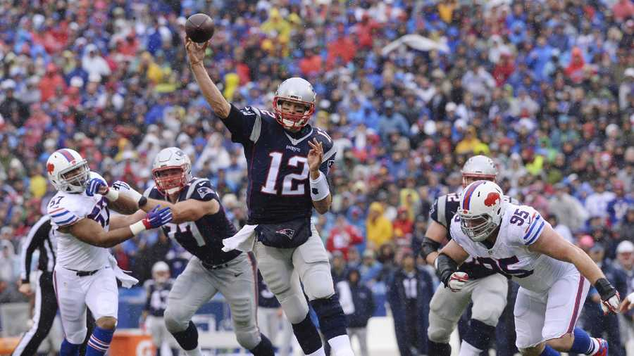 New England Patriots quarterback Tom Brady (12) throws a pass to Danny Amendola for a touchdown during the first half of an NFL football game against the Buffalo Bills Sunday, Oct. 30, 2016, in Orchard Park, N.Y.