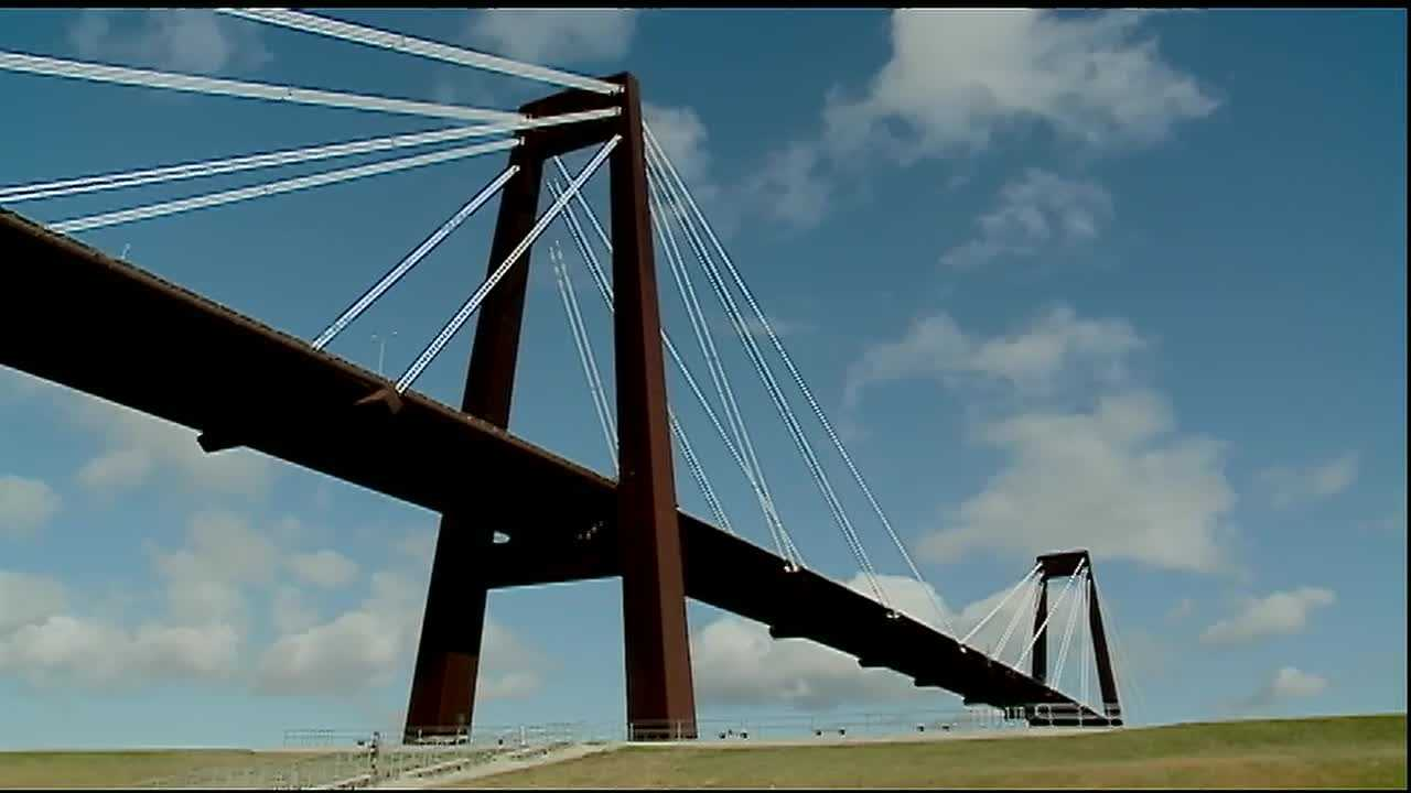 The Louisiana Department of Transportation continues its $24.5 million resurfacing project on the Hale Boggs Bridge this weekend.