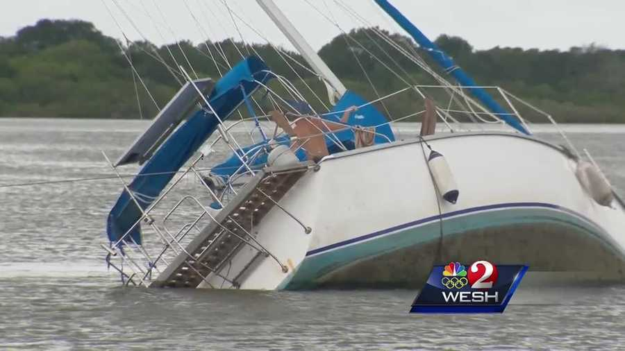 Owners of a sailboat got stuck on a sandbar in the Intracoastal Waterway. Claire Metz (@clairemetzwesh) shares their story.