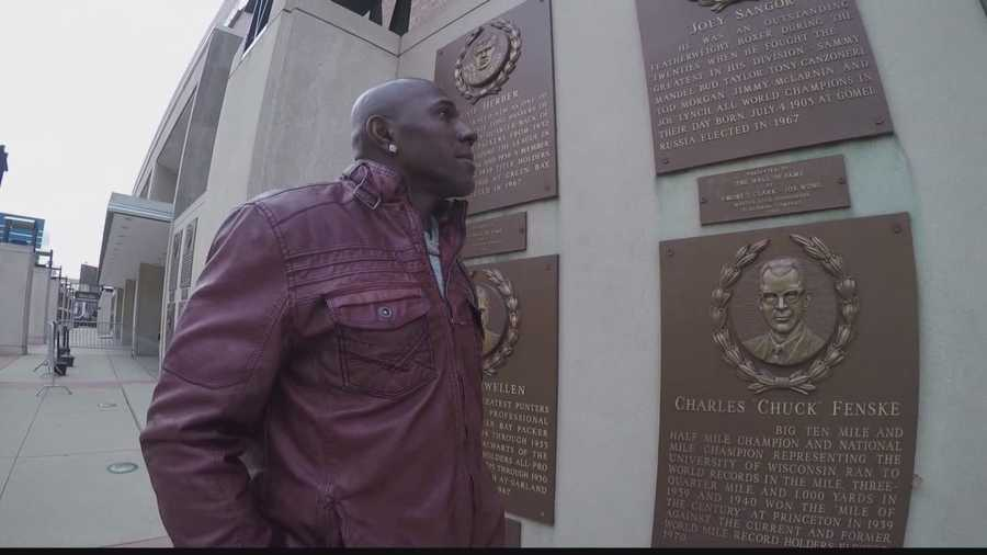 Packers all-time leading receiver Donald Driver walks the Wisconsin Athletic Hall of Fame with 12 Sports Stephen Watson