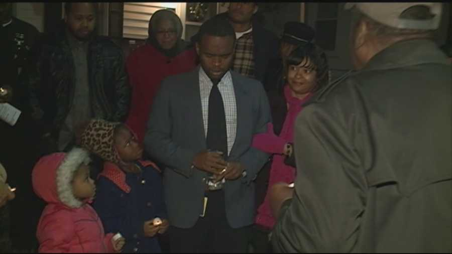 Son holds vigil for slain mother, encourages support group