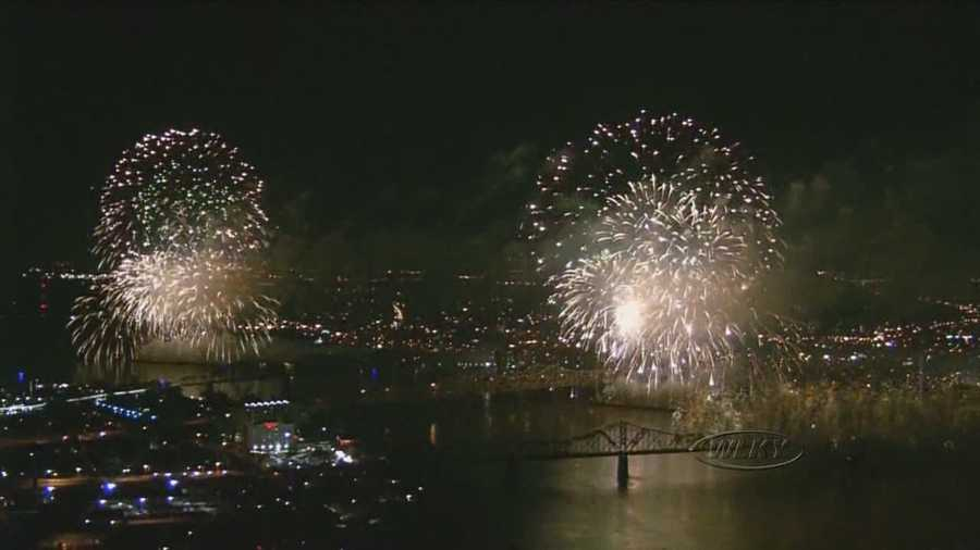 Watch 2015 Thunder Over Louisville's fireworks show in its entirety.