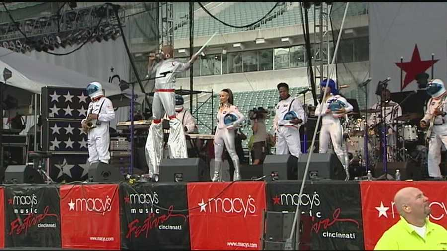 Thousands of people turned out to Paul Brown Stadium for the first night of the annual Macy's Music Festival.