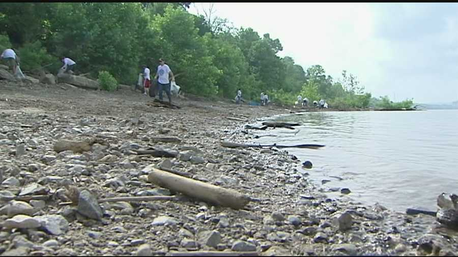 From Pittsburgh to Illinois, volunteers lined the Ohio River to do some sprucing up for the 25th annual Ohio River Sweep Saturday. The event brought 18,000 volunteers from six states together to collect trash and debris from the banks of the Ohio River.