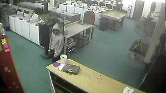 Palm Beach County sheriff's deputies are trying to identify this man who robbed the Main Street Laundromat in Belle Glade.