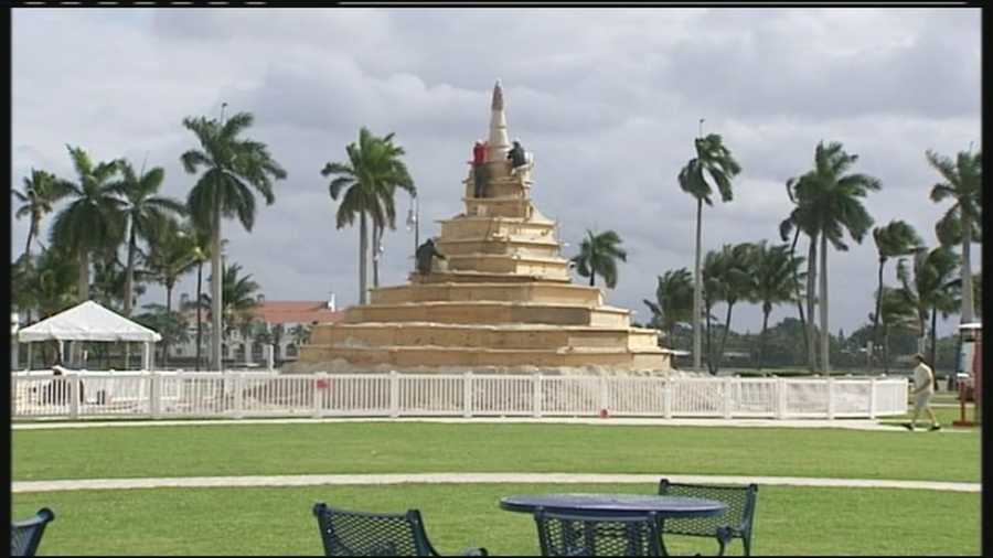 A group of Sarasota-based sculptors are once again making a giant tree entirely out of sand that will be the centerpiece of downtown West Palm Beach's holiday decorations.