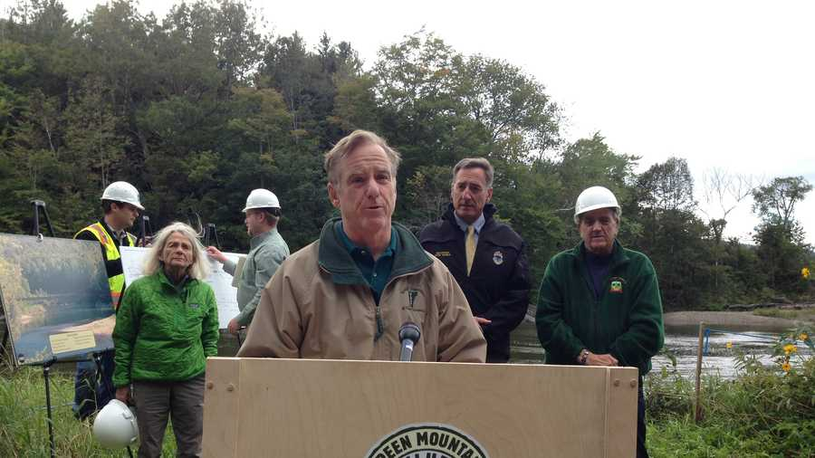 Former Gov. Howard Dean speaks at Monday's groundbreaking as Gov. Shumlin and Sen. Richard Mazza look on.