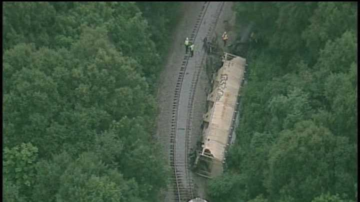 A train derailment  sent fire and hazardous materials crews to work in Spartanburg Friday morning.