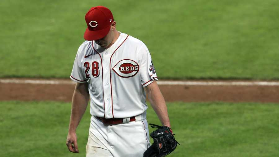 Cincinnati Reds Anthony DeSclafani reacts as he is pulled in in the fourth inning of a baseball game against the St. Louis Cardinals in Cincinnati, Monday, Aug. 31, 2020. (AP Photo/Aaron Doster)