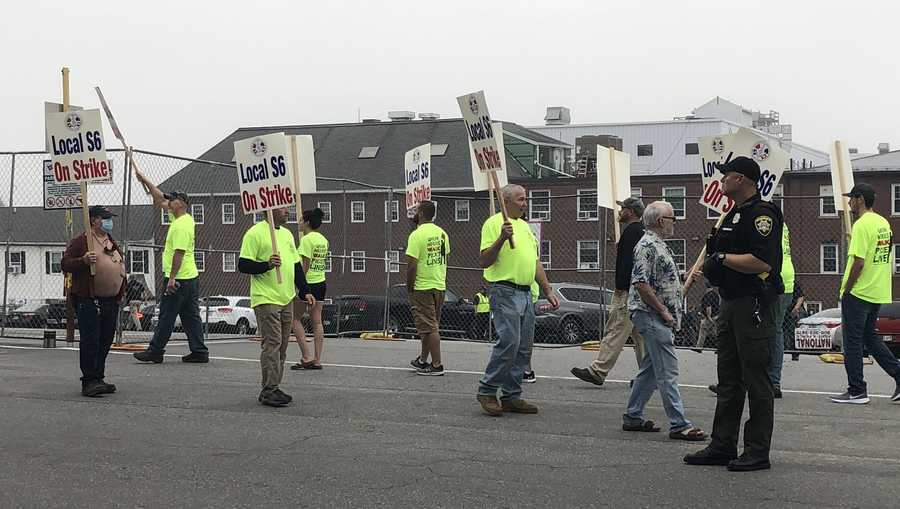 Striking workers at Bath Iron Works