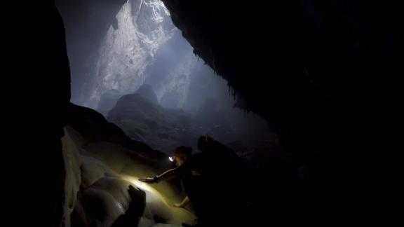 Divers have discovered an underwater tunnel that connects Vietnam's Son Doong -- the world's largest cave -- with another enormous cave.