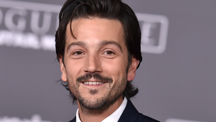 "Diego Luna arrives at the world premiere of ""Rogue One: A Star Wars Story"" at the Pantages Theatre on Saturday, Dec. 10, 2016, in Los Angeles. (Photo by Jordan Strauss/Invision/AP)"