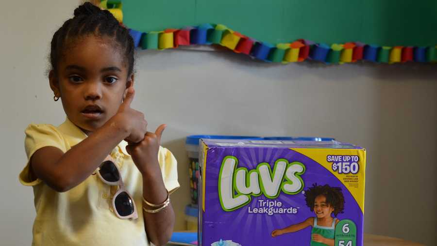 A 3-year-old girl sold lemonade to help mothers in need.