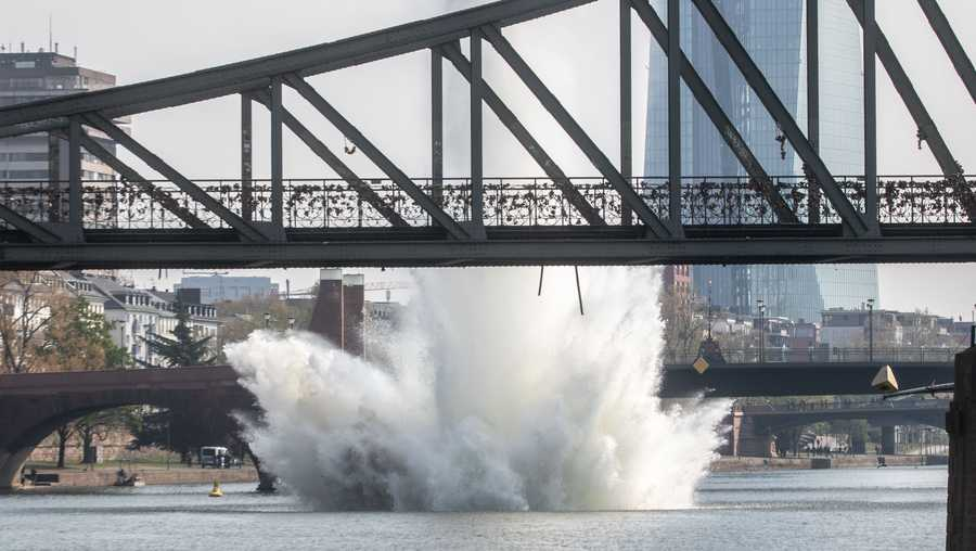 A large water fountain rises when an American 250 kilogram bomb from the Second World War lying in the Main River is detonated with a blast. About 600 people had to leave their homes for security reasons.