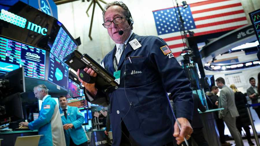 Traders and financial professionals work during the closing bell on the floor of the New York Stock Exchange (NYSE), on Nov. 20, 2018 in New York City. Markets dipped sharply again on Tuesday, with the Dow Jones Industrial Average closing over 500 points down. Technology stocks, including Apple, continue to drag down the markets.