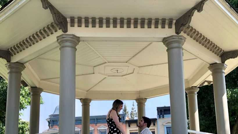 "Couple gets engaged under iconic location from ""Gilmore Girls"" show."