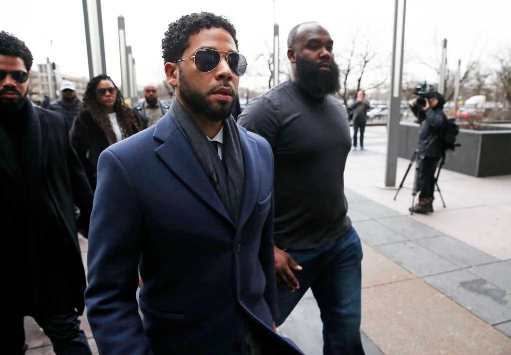 President Trump announces FBI, Justice Dept. probe of Jussie Smollett case thumbnail