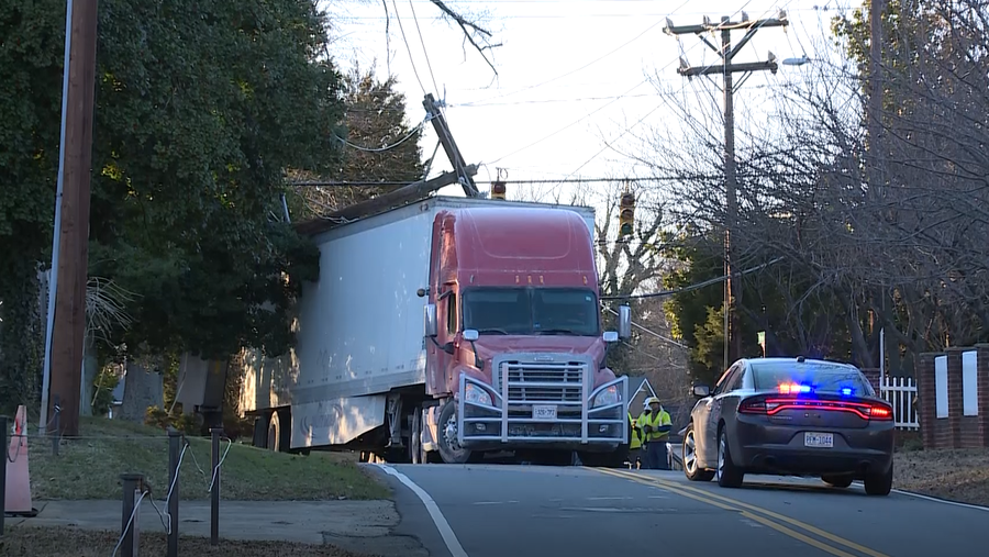 Truck hits utility pole causing power outage in Kernersville
