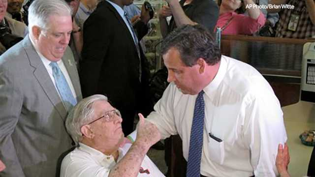 Larry Hogan Sr., father of Gov. Larry Hogan, gives a thumbs up after meeting New Jersey Gov. Chris Christie.