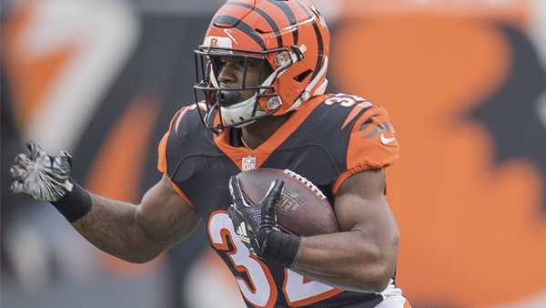 Cincinnati running back Mark Walton (32) runs with the ball during the first half of an NFL football game against Tampa Bay in Cincinnati, Oh, Saturday, Oct. 28, 2018. (AP Photo/Bryan Woolston)