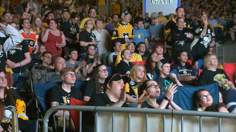 Penguins fans at the big screen