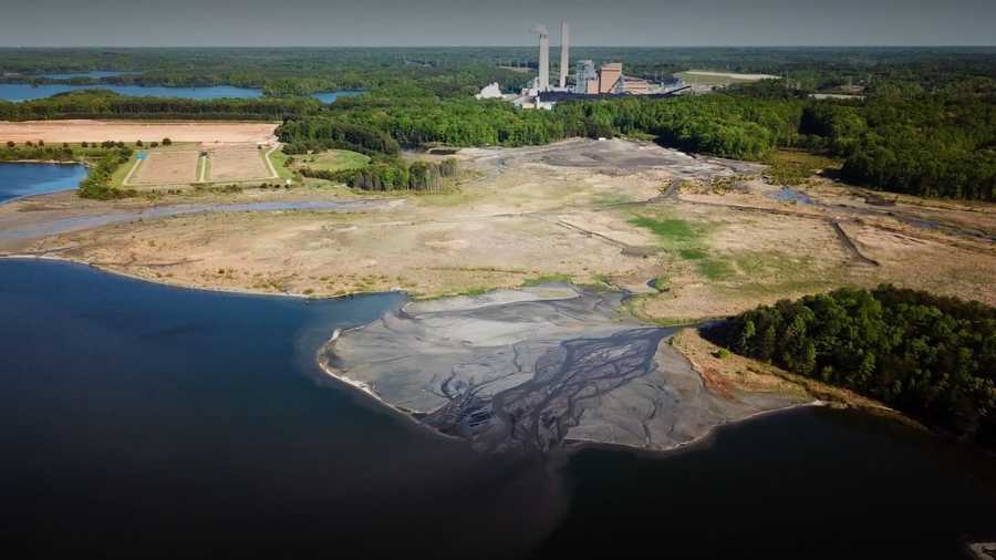Waste ash from hundreds of coal-fired power plants has contaminated groundwater in 39 states with toxic substances such as arsenic, lithium and mercury, according to a report by two environmental groups.