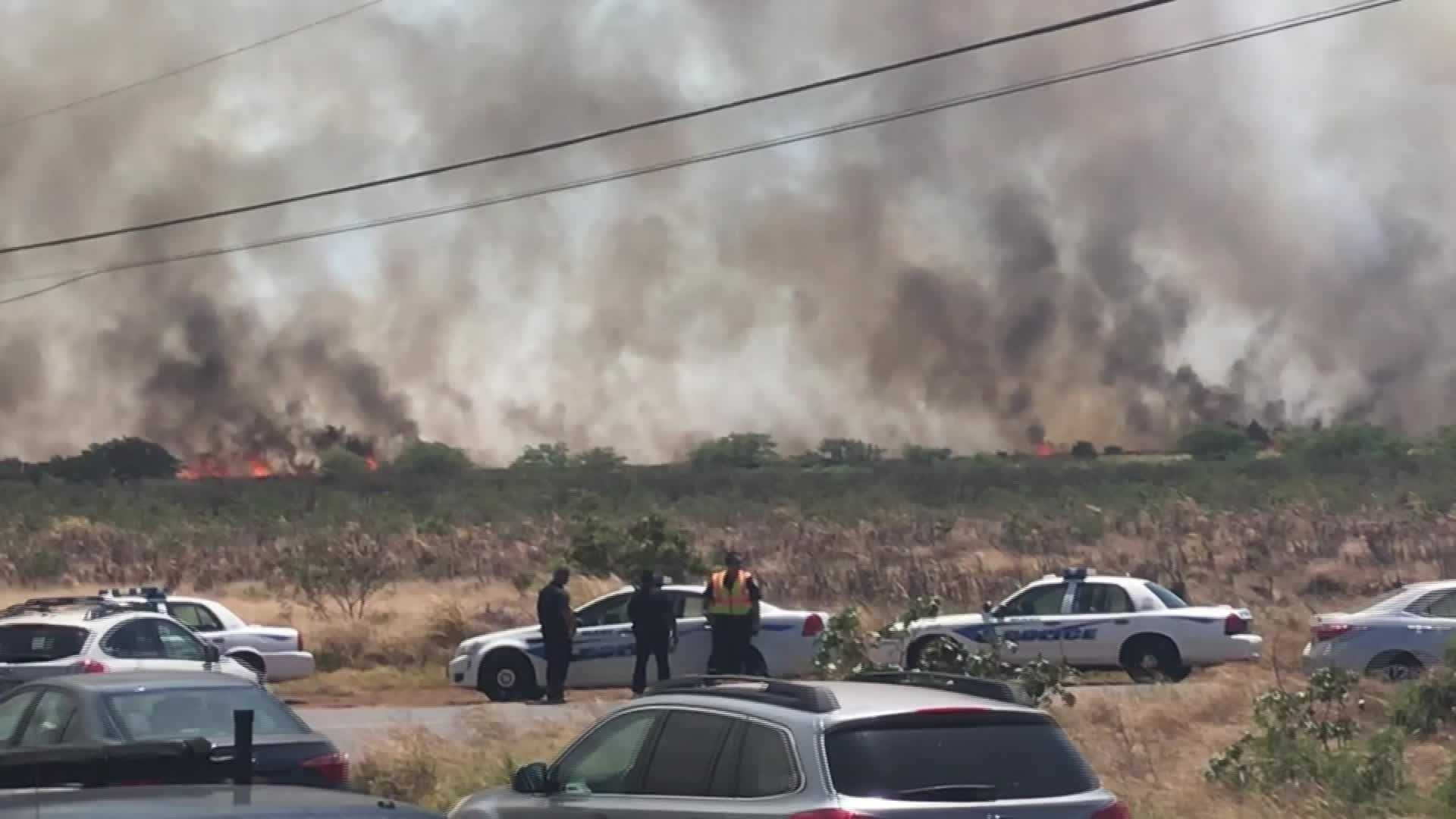 People and animals forced to evacuate as raging fire burns 3,000 acres on Hawaiian island of Maui thumbnail