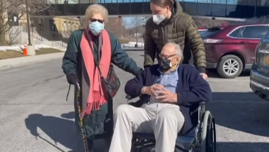 Elderly couple falls in love during pandemic, planning wedding after vaccination