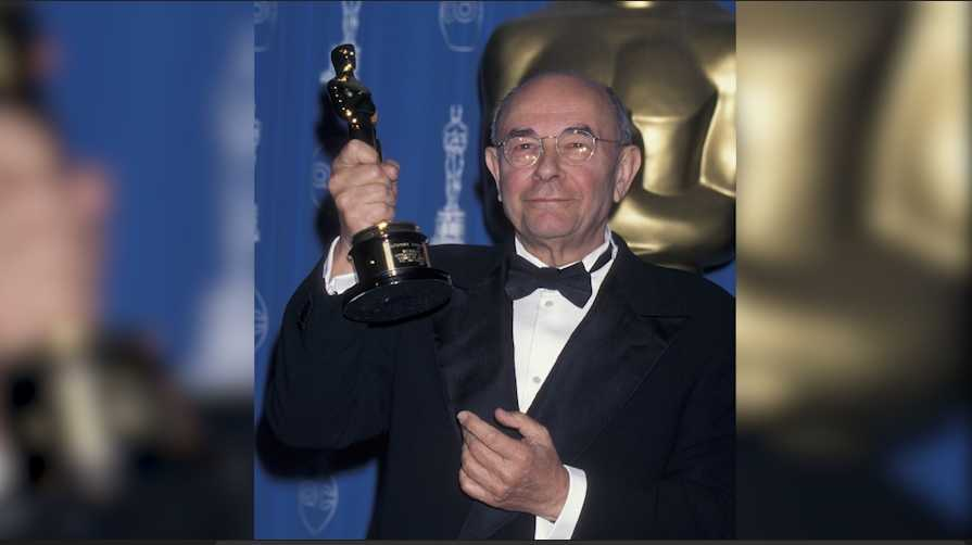 Stanley Donen attends 70th Annual Academy Awards on March 23, 1998 at the Shrine Auditorium in Los Angeles.