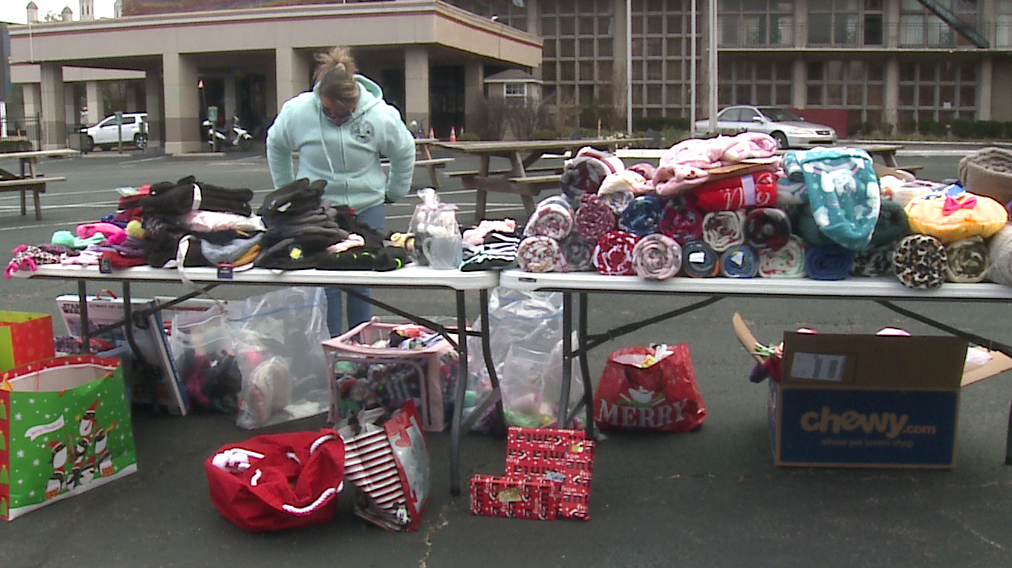 No Christmas Extravaganza, but Wayside Christian Mission still finds way to give back