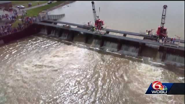 Army Corps begins closing bays at Bonnet Carré Spillway